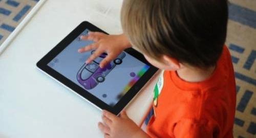 Quali sono i segnali di dipendenza dei bimbi ai tablet
