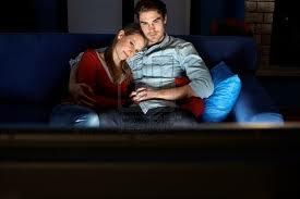 Guardare la tv per due ore al giorno reca danni alle arterie